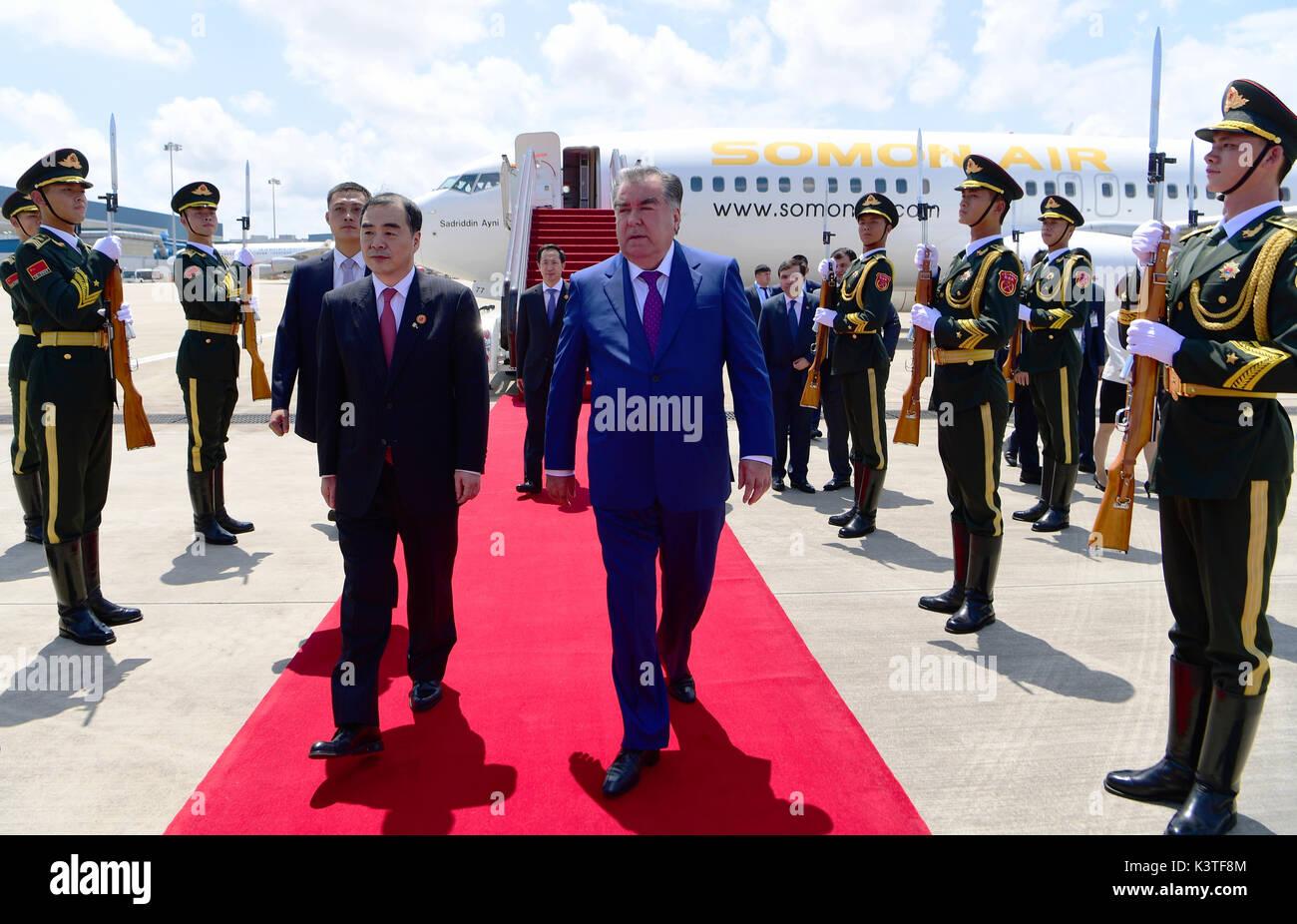 Xiamen, cinese della provincia del Fujian. 4 Sep, 2017. Il Presidente tagiko Emomali Rahmon arriva per il dialogo Foto Stock