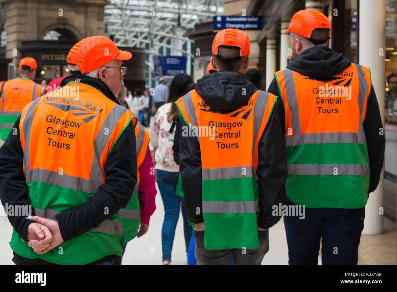 La Stazione Centrale di Glasgow tour - persone all'inizio del tour Immagini Stock