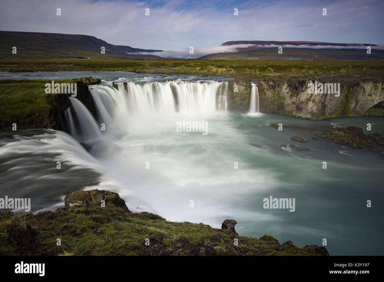 Una lunga esposizione di Godafoss, Islanda Foto Stock