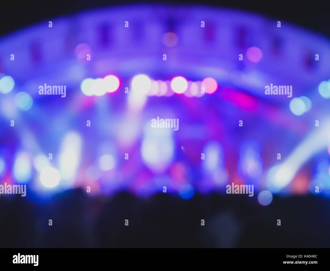 Intrattenimento sfocati illuminazione concerto sul palco sfocata