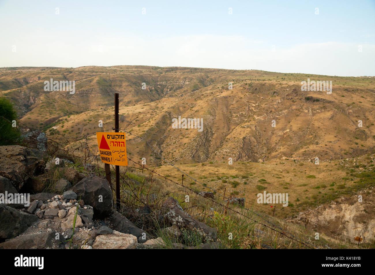 Alture del Golan e campi minati Foto Stock