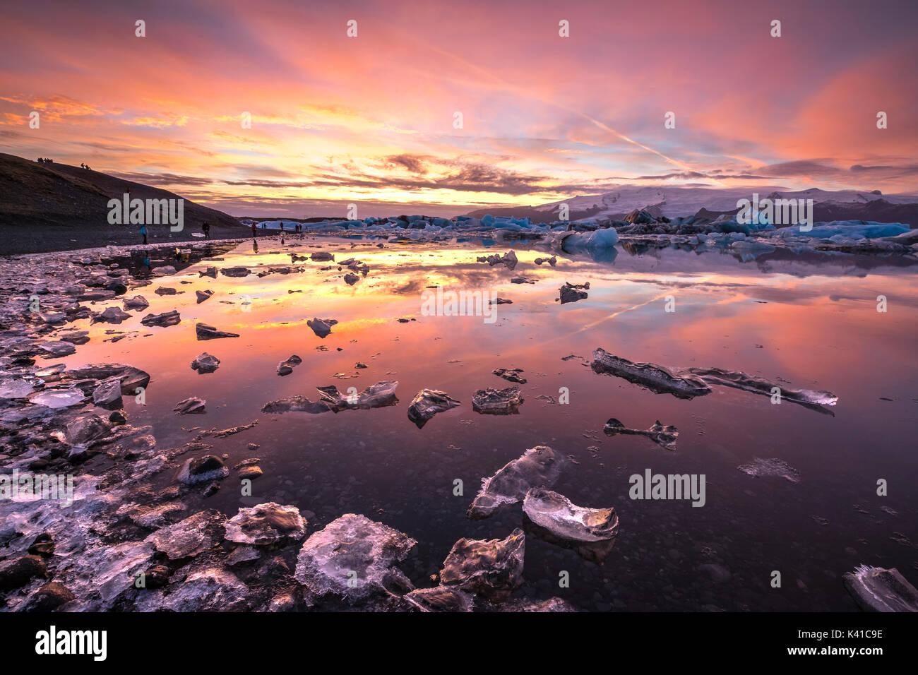 Tramonto a Jökulsárlón,Islanda Immagini Stock