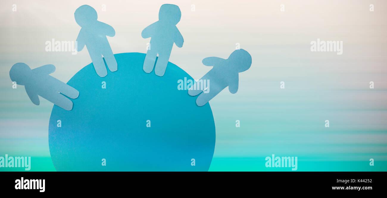 Little blue persona in piedi contro il turchese sfondi astratti Immagini Stock
