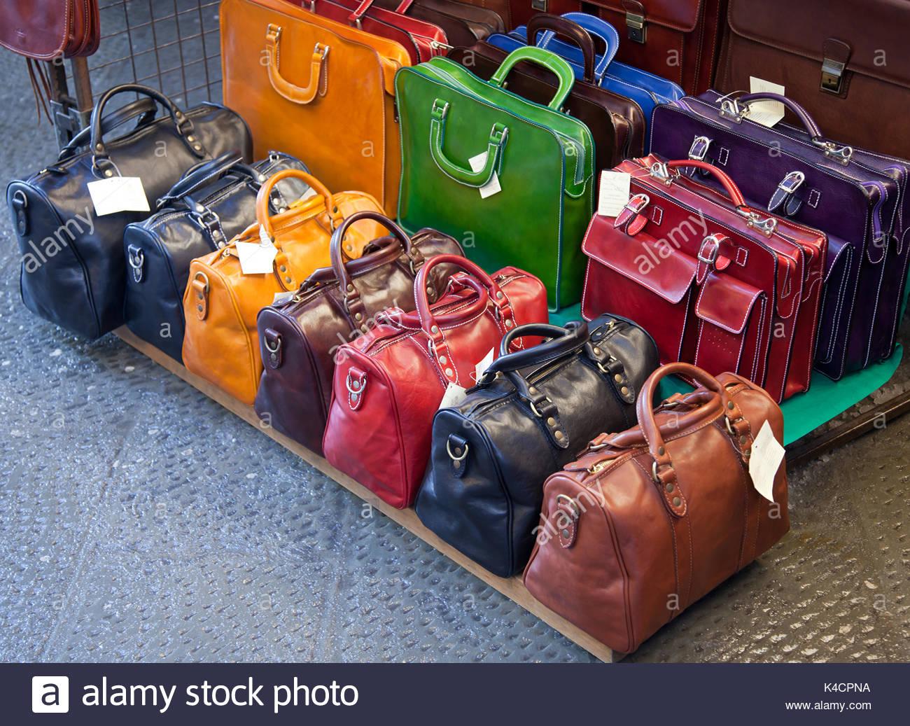 Borse in pelle per la vendita in mercati di Firenze 6fea9ad627a