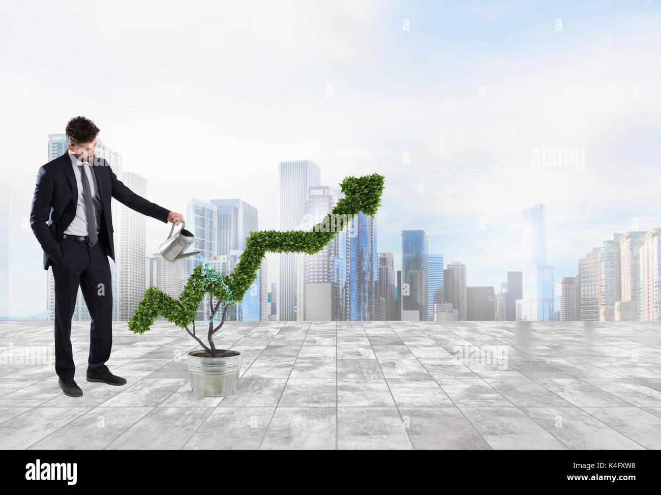 Imprenditore di irrigazione che un impianto a forma di freccia. Concetto di crescita dell'economia aziendale . Immagini Stock