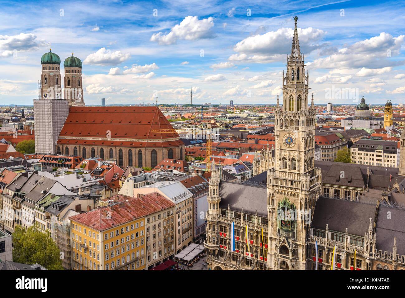 Monaco di Baviera skyline della città di marienplatz nuovo municipio di Monaco di Baviera, Germania Immagini Stock