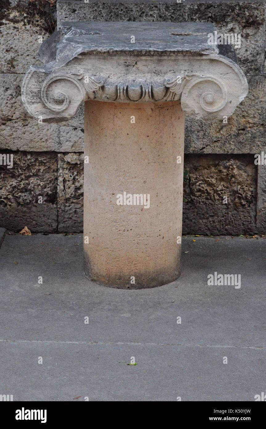 Marmo colonna ionica all'antica agorà di Atene, Grecia. Foto Stock