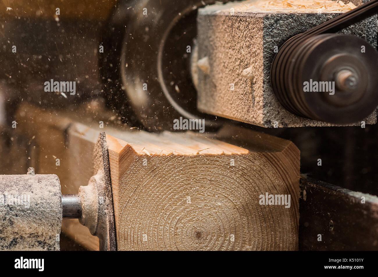 Close Up Di Una Retta Router Bit Il Taglio Di Una Scanalatura O