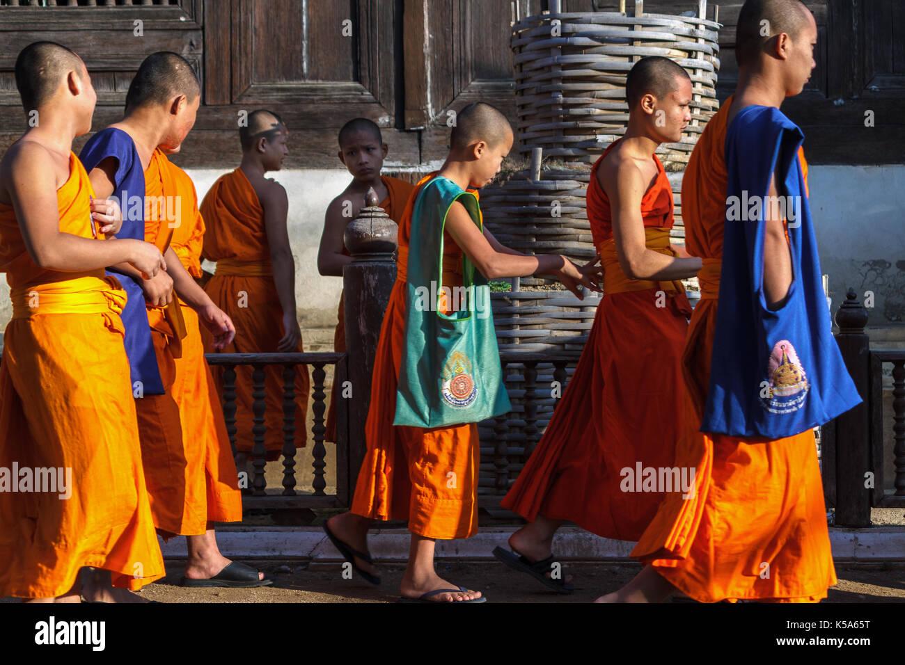 Chiang Mai, Thailandia - 1/29/2016: principiante monaci di wat prasat tempio in Chiang Mai, Thailandia. Immagini Stock