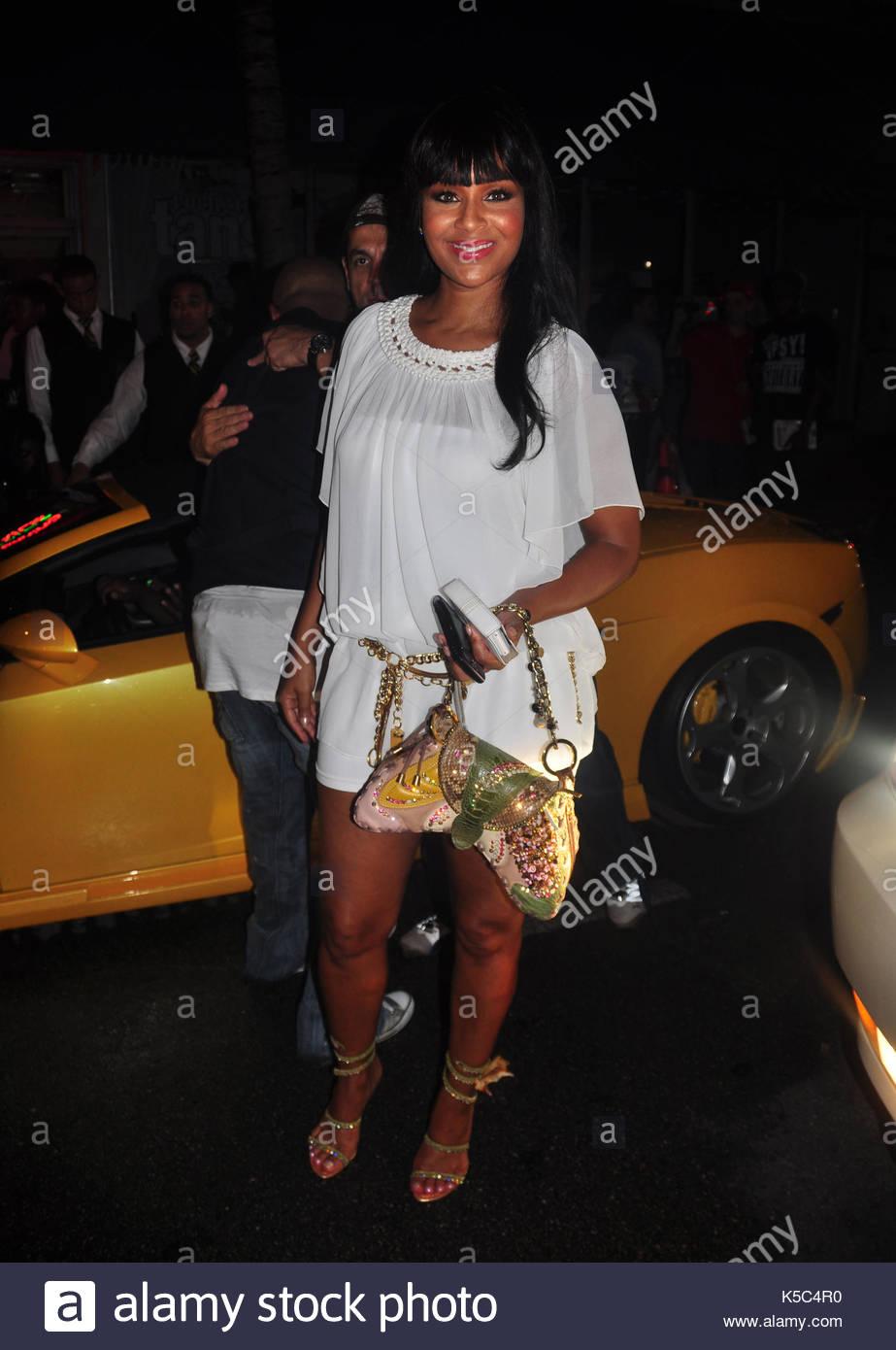 Lisa raye missick. lil' kim è raffigurato in her private festa di  compleanno al club mansion di South Beach. ella è arrivata in  corrispondenza di 2:30am e ...