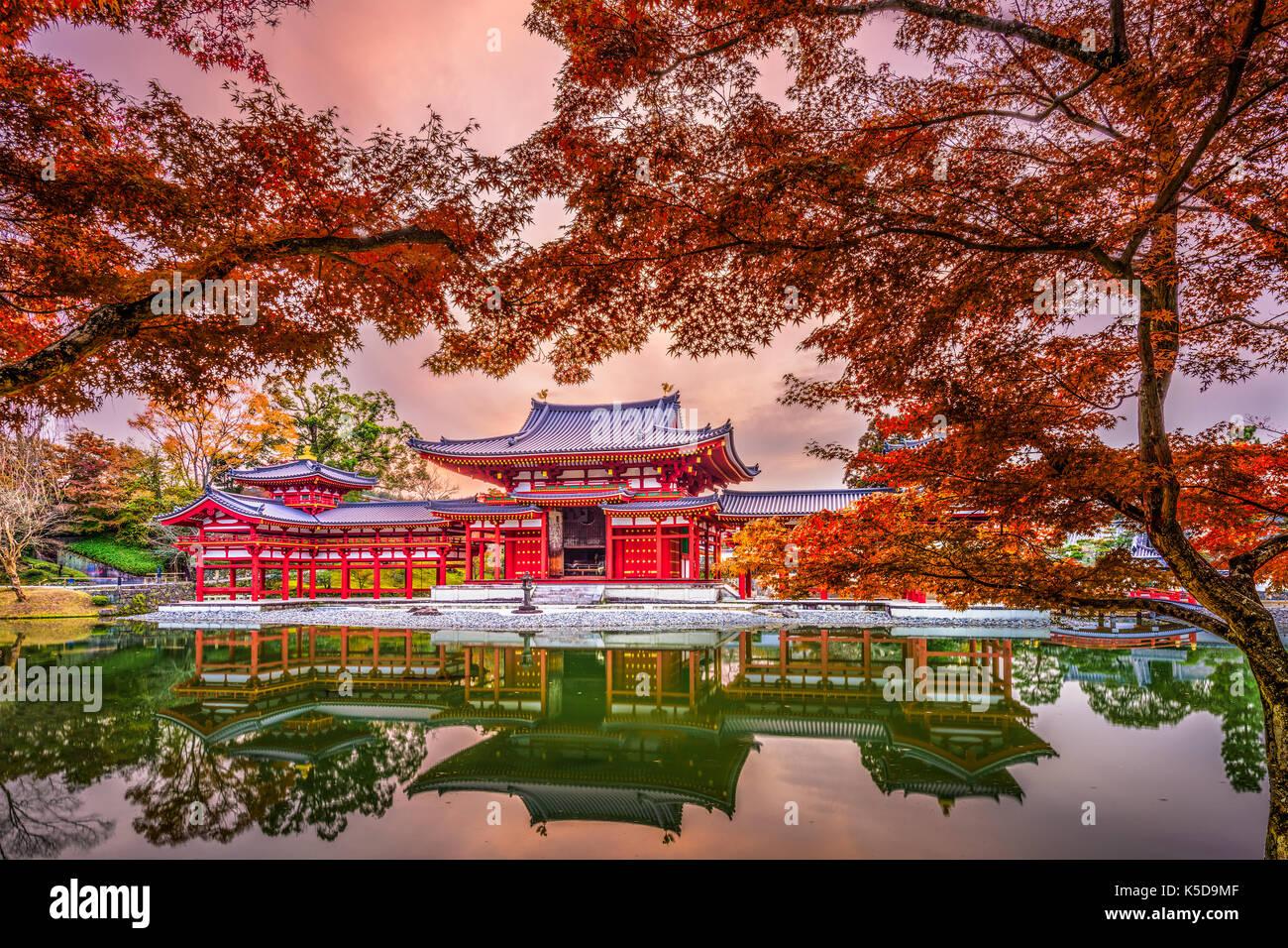 Uji, Kyoto, Giappone al tempio byodoin durante la stagione autunnale. Immagini Stock