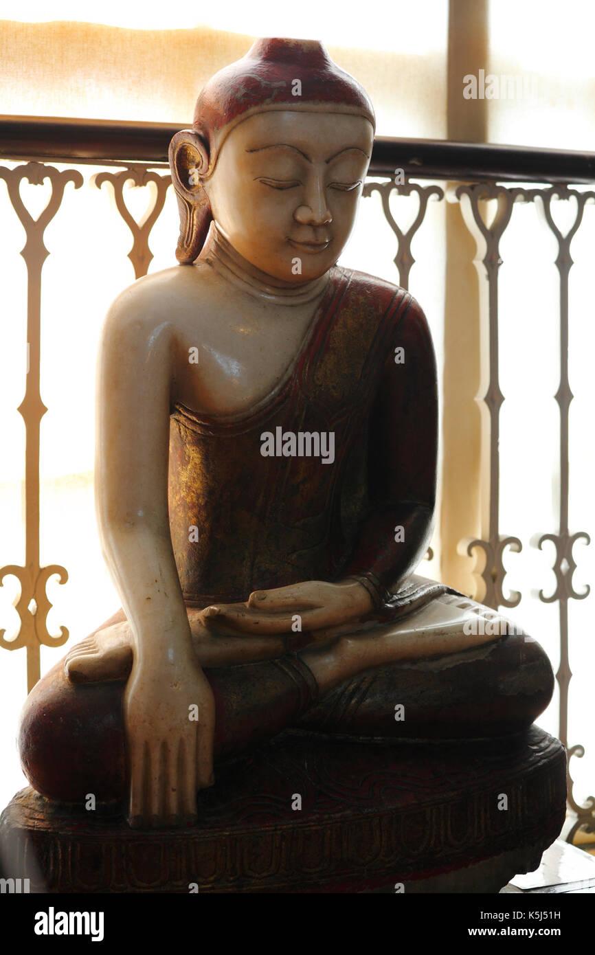 Una statua in marmo di Buddha dalla Birmania, Myanmar. Pensato per essere dal XVIII o xix secolo è ora visualizzato in Wisbech e Museo Fenland. Immagini Stock