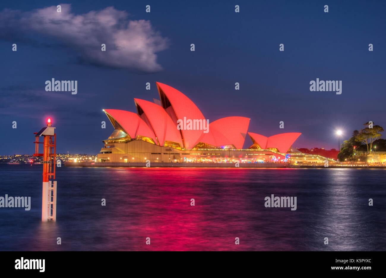 Sydney Opera House illuminato in rosso per il nuovo anno lunare Immagini Stock