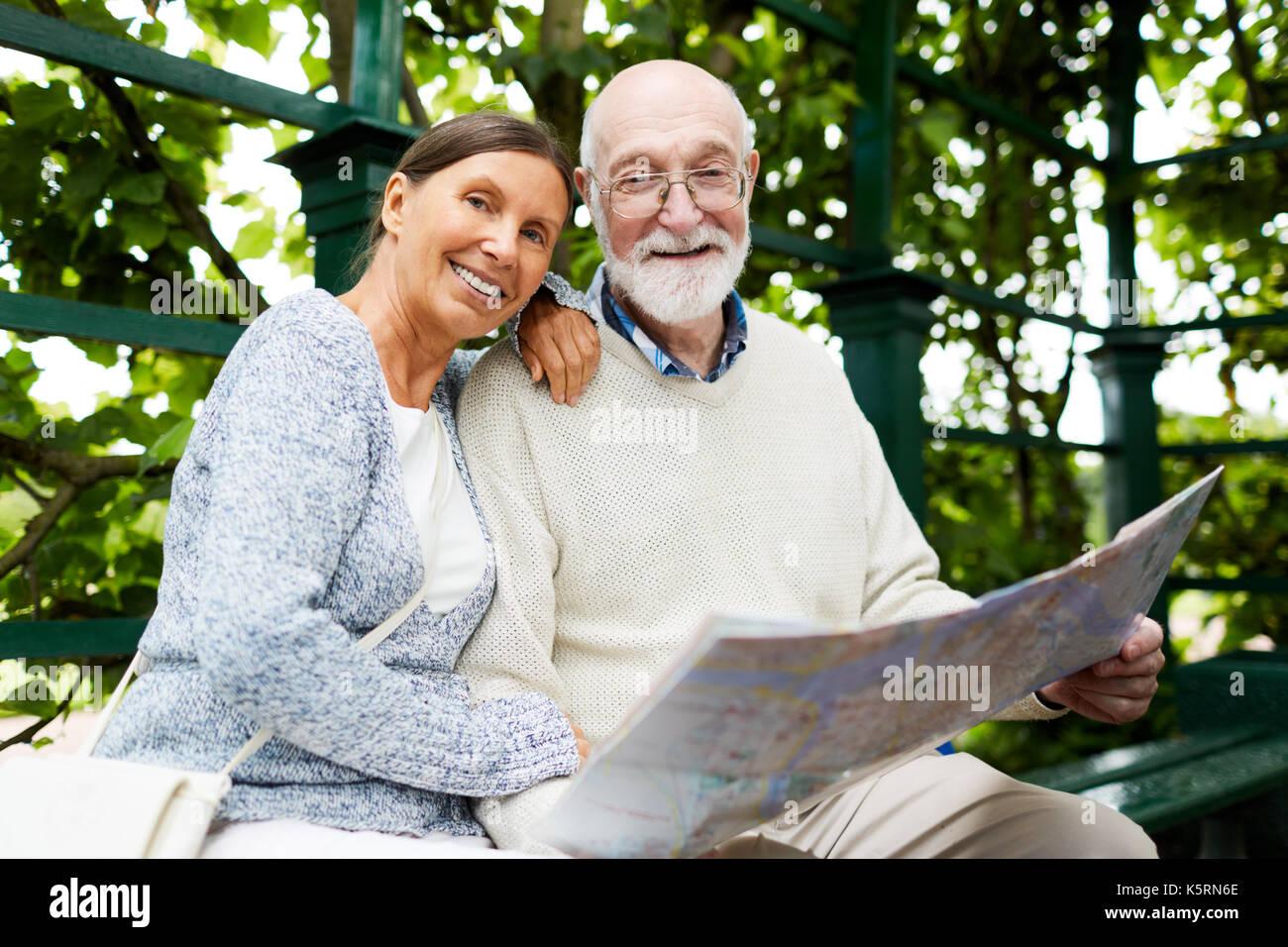 Gli anziani in posizione di parcheggio Immagini Stock