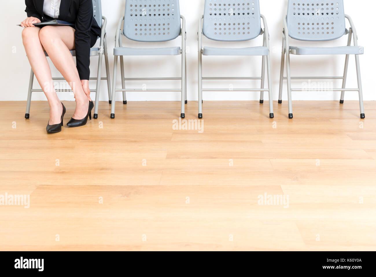 Ufficio Elegante Lungi : Primo piano della elegante giovane lavoratore di ufficio lady