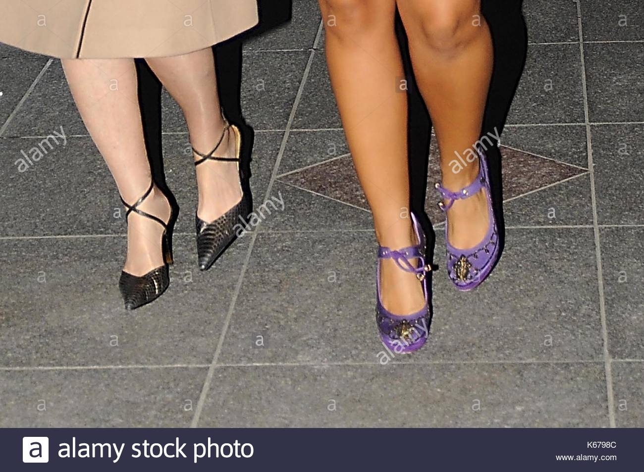 la con Keys viola è cena luminosi Alicia ella casa augello sul accompagnata scarpe madre visto da sua verso in teresa Obama una bianca con è per cammino H4YYqd