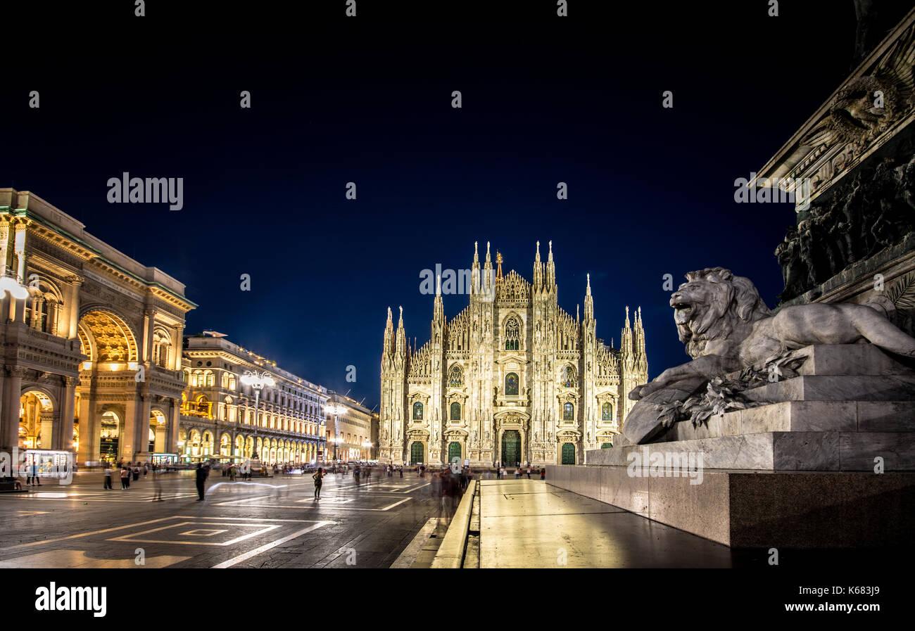Il duomo di Milano e piazza del duomo di notte, lombardia, italia Immagini Stock