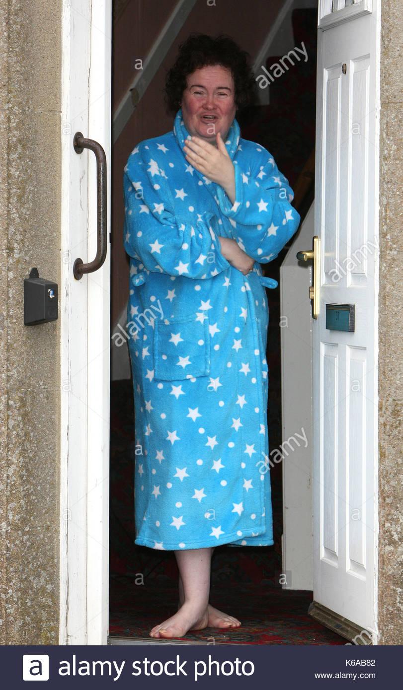 Susan Boyle Susan Boyle Appare Sulla Sua Porta Di Casa A Blackburn