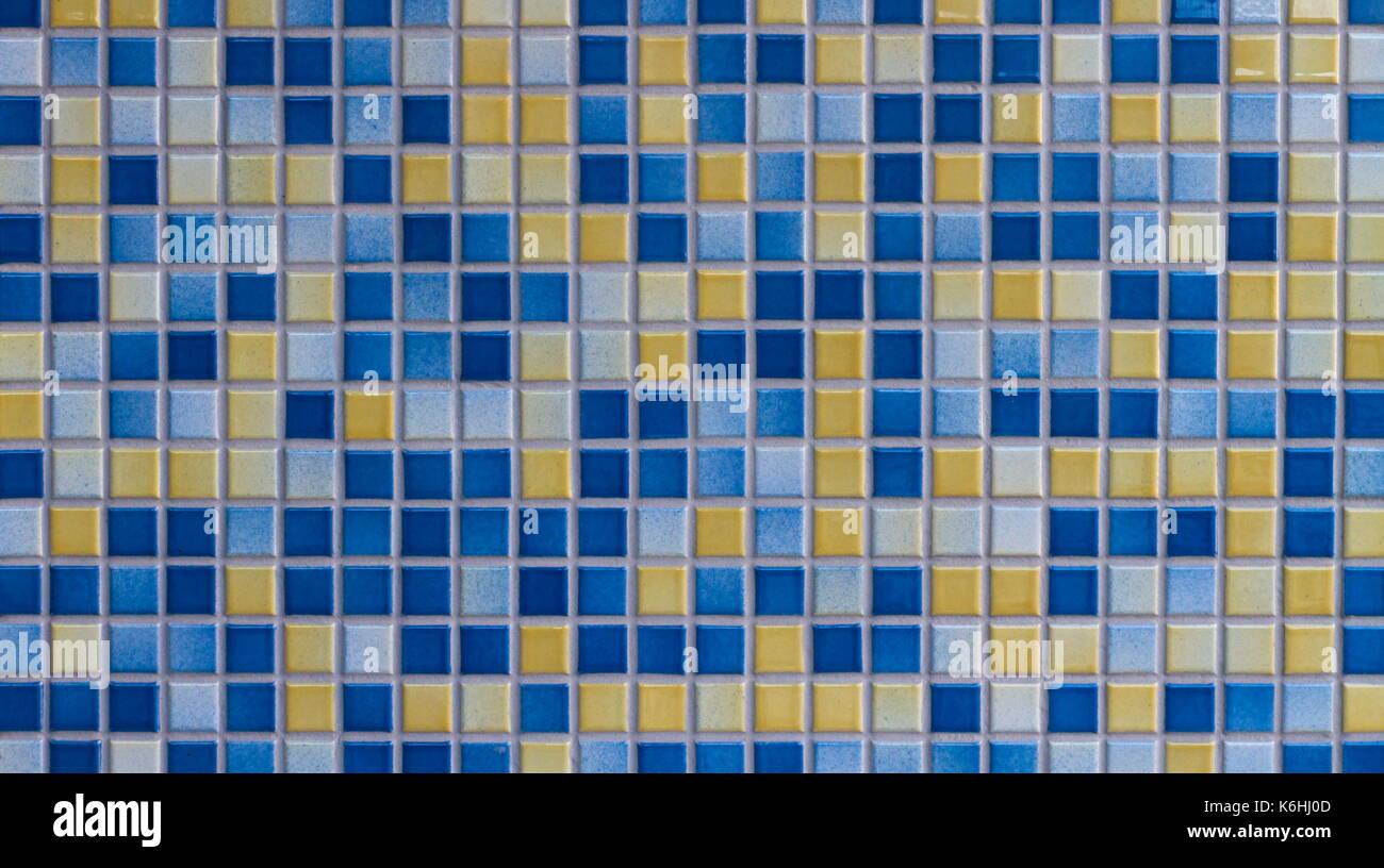 Il blu e il giallo di piastrelle a mosaico sullo sfondo di texture