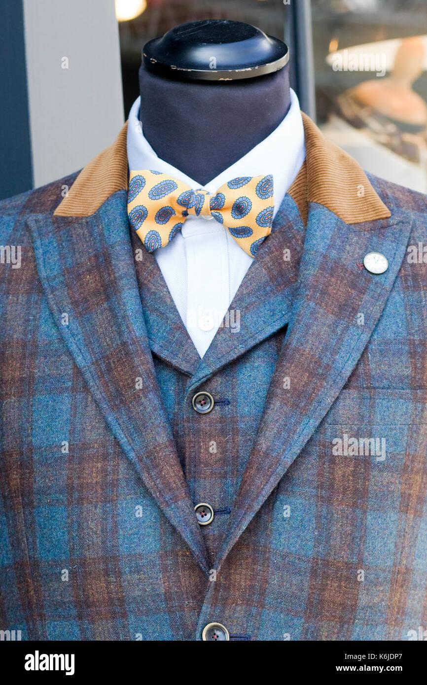 In Tartan decorativo giacca con un colorato il filtro bow tie Immagini Stock bb51ce019bdd