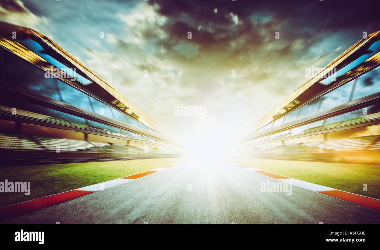 Vista dell'infinito Vuoto asfalto international race track di avviamento o di fine linea, moto effetto sfocato. Immagini Stock