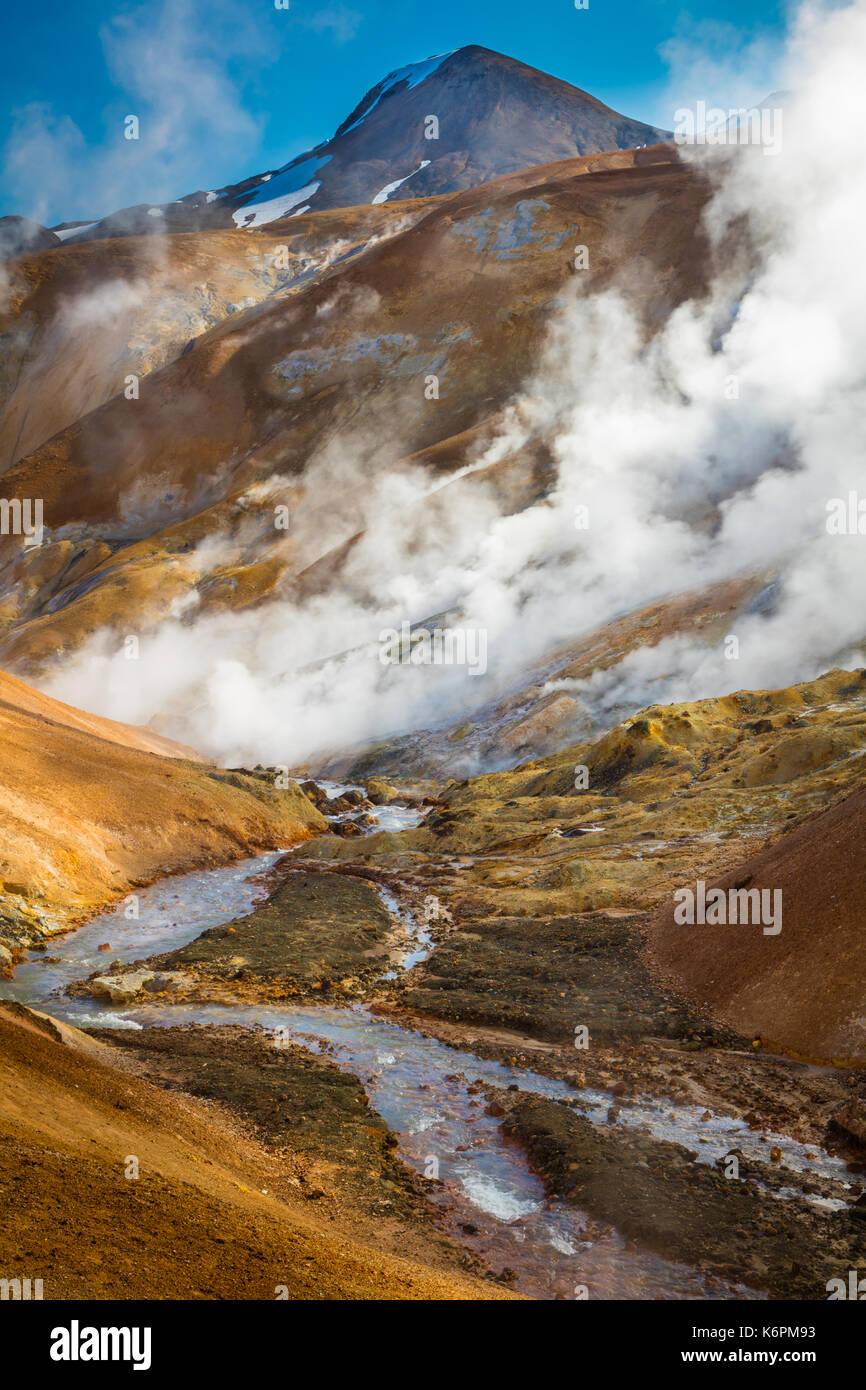 Kerlingarfjöll è un 1,477 m (4,846 ft)) alta gamma della montagna in Islanda situato nelle Highlands di Islanda vicino la Kjölur highland road. Immagini Stock