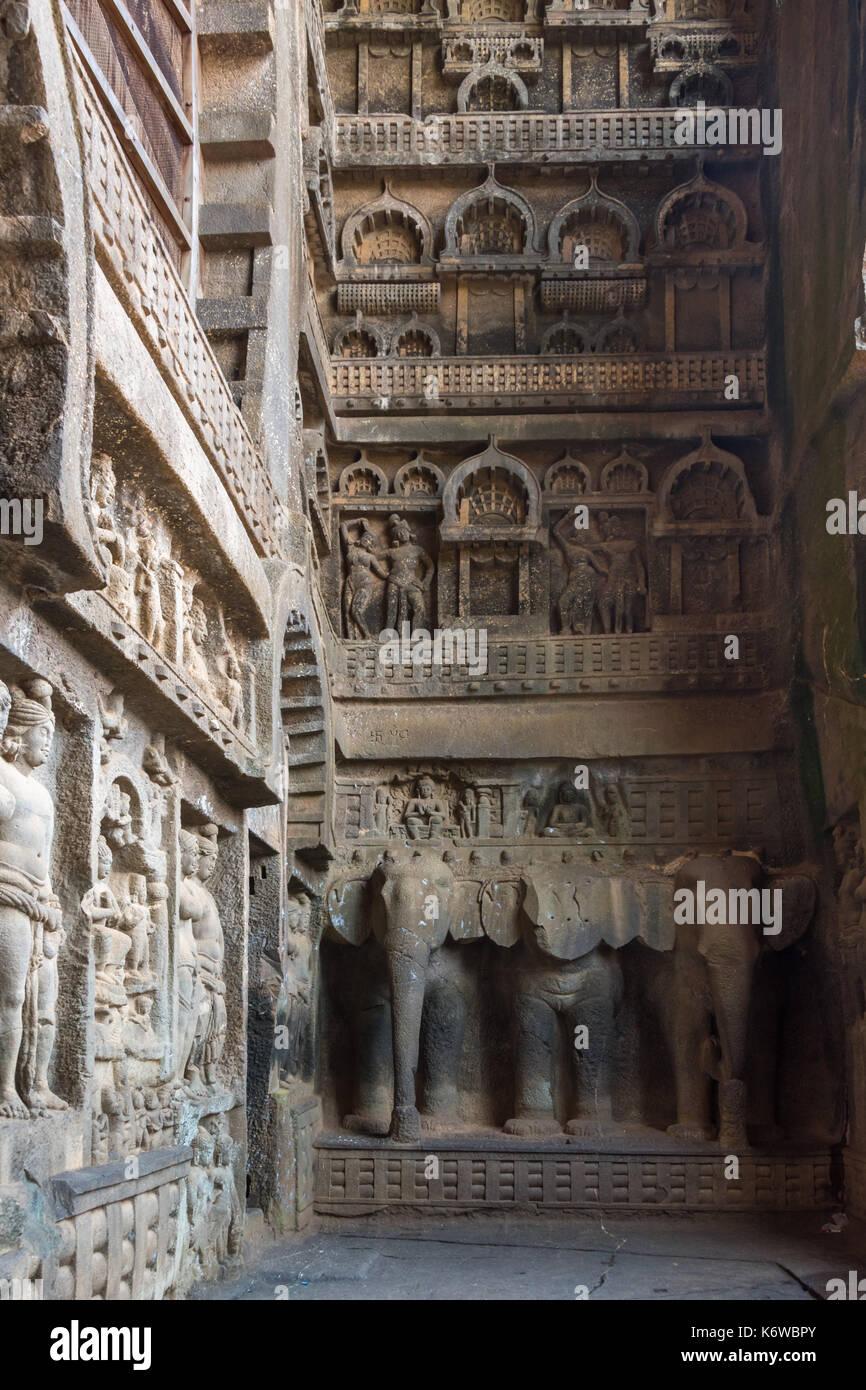 Il carving all'entrata Chaitya a Karla, Maharashtra, India Immagini Stock