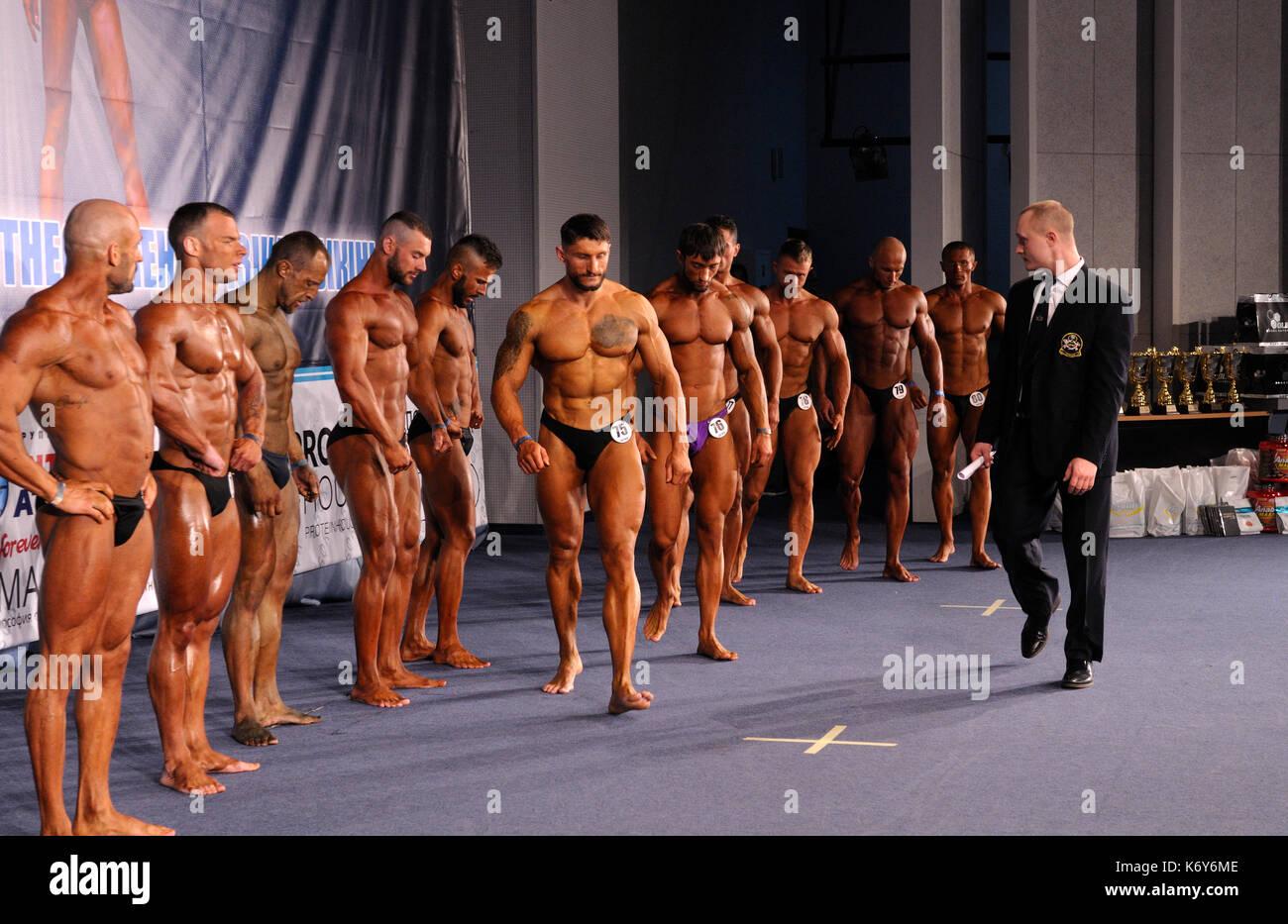 Kiev Cup 2016: Bodybuilding, fitness, bikini. Ottobre 16, 2016. Kiev, Ucraina. Gli uomini. Immagini Stock