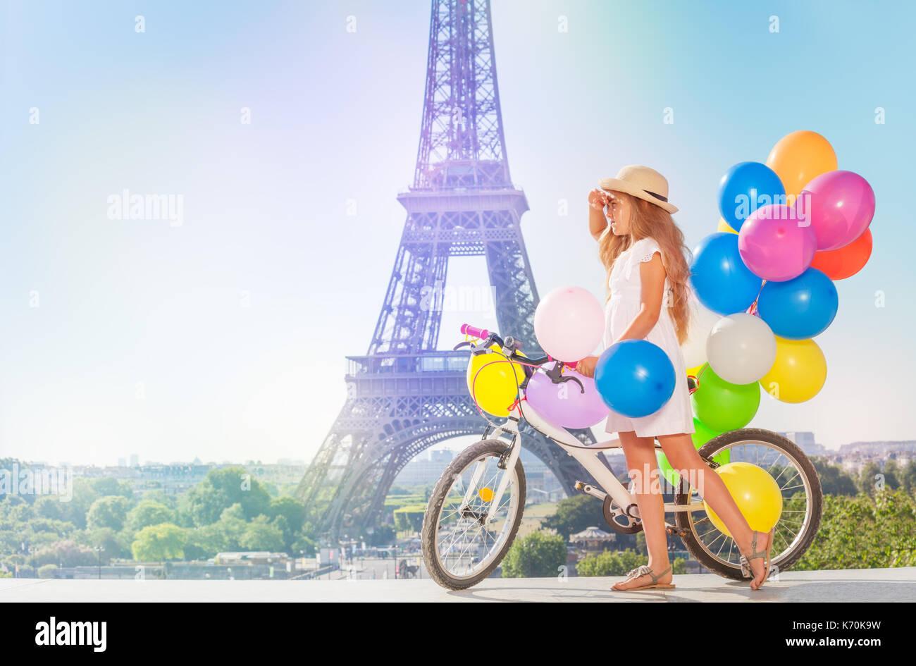 cappello bambina e bianco Eleganti di indossa il paglia abito qSdxdgAwcY