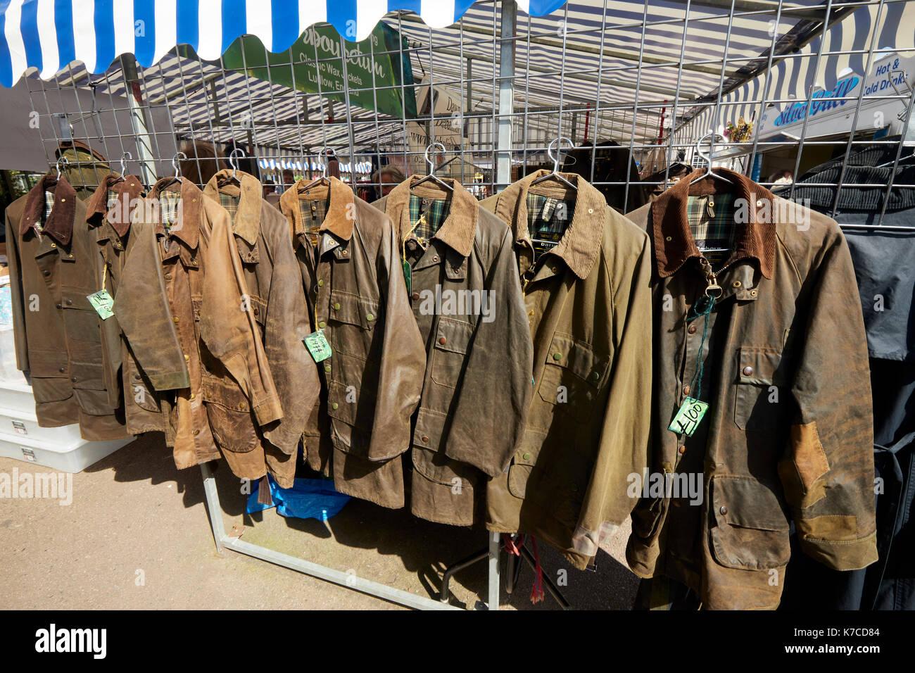 Barbour giacche mercato piazza Castello di Ludlow Shropshire West Midlands  England Regno Unito Immagini Stock 249c66b12d49