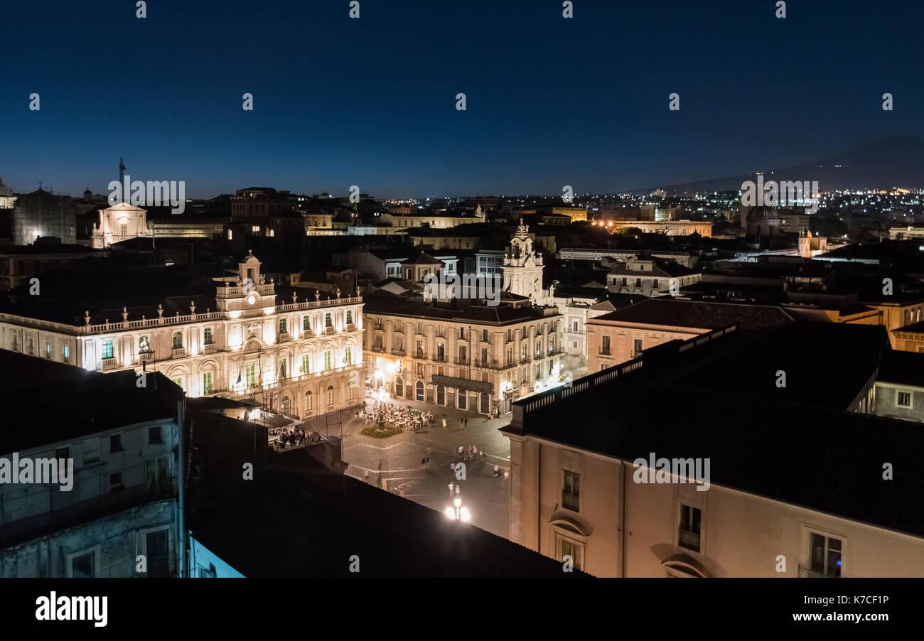 Vista notturna di piazza universita' di Catania, visto da sopra. Immagini Stock