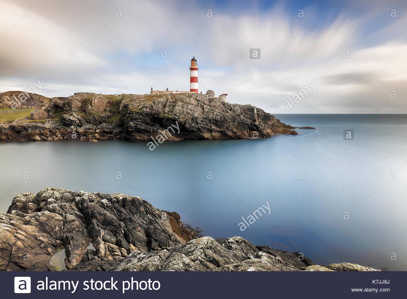 Una lunga esposizione prese a Eilean Glas faro sull isola di Scalpay, Western Isles, Scozia. Foto Stock