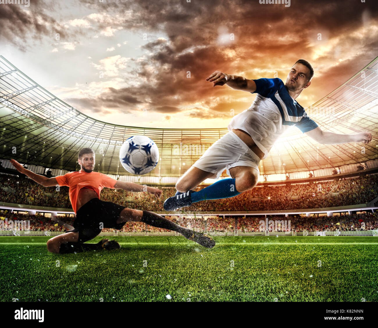 Scena di calcio con concorrenti i giocatori di calcio allo stadio Immagini Stock
