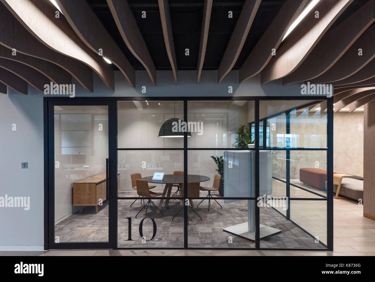Piccola sala riunioni yoox net a porter uffici londra for Ufficio architetto design