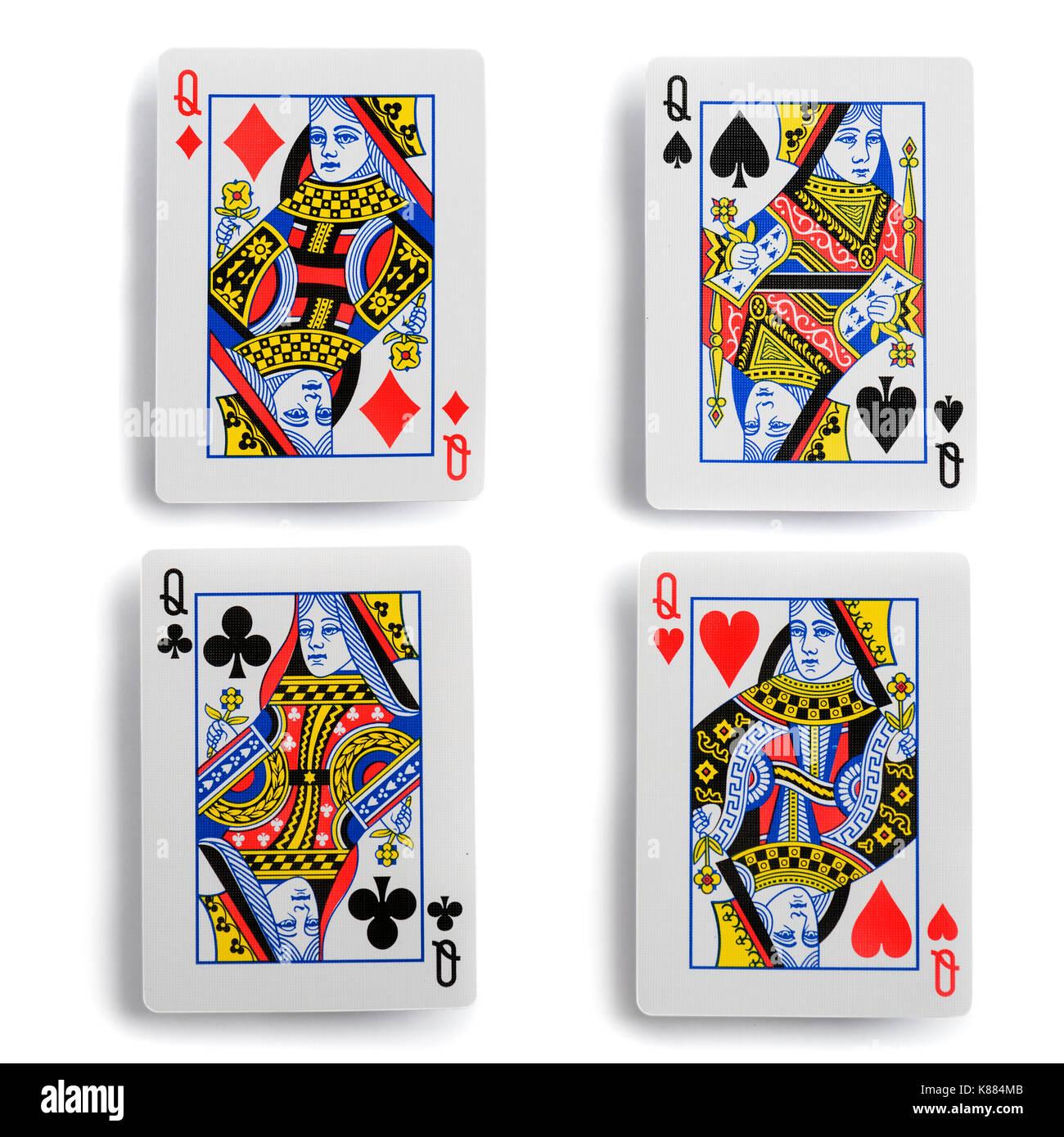 Quattro carte da gioco regina su uno sfondo bianco. percorso di lavoro per una semplice copia Immagini Stock