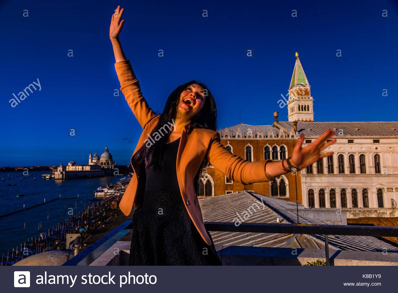Un Turista Ucraino Salti Di Gioia In Cima All Hotel Danieli