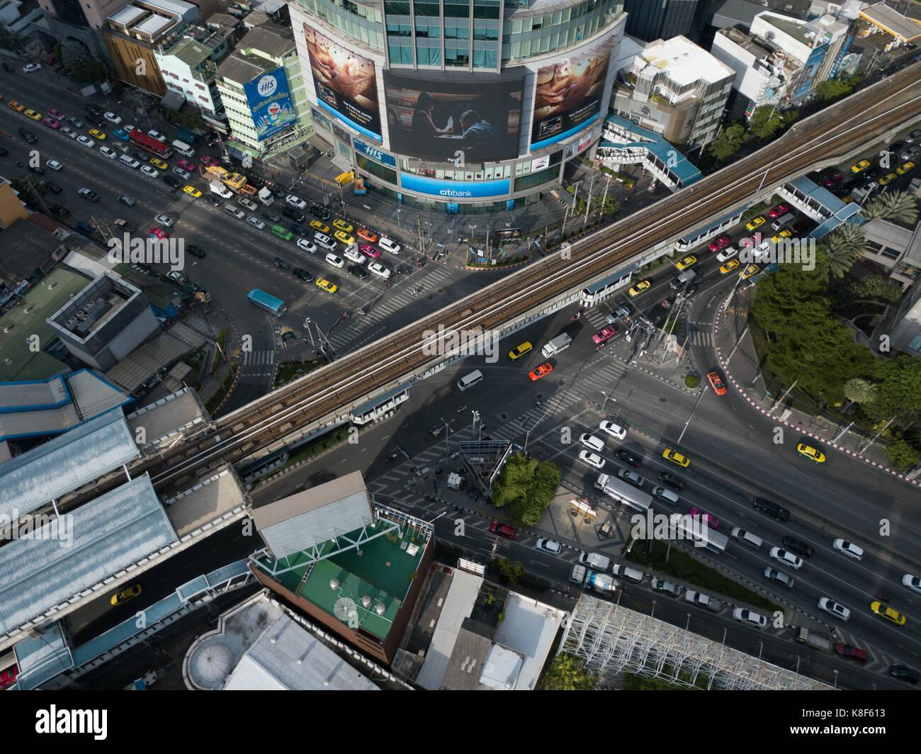 Ripresa aerea di una intersezione a Bangkok Foto Stock