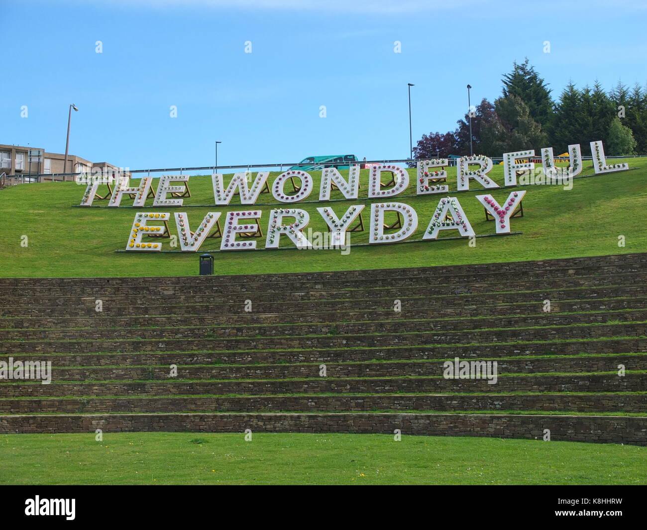 """Ikea slogan """"La meravigliosa ogni giorno' enunciato con vasi di piante e fiori parte della trasmissione Immagini Stock"""