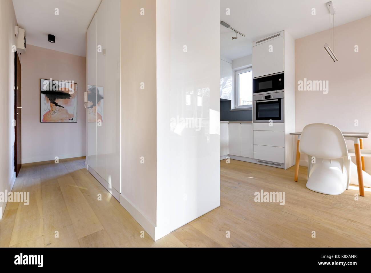Casa Moderna Interni, Vista Dal Corridoio Per Cucina