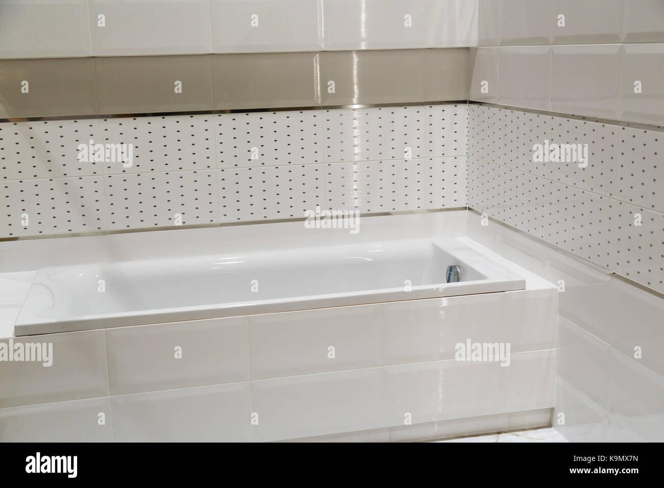 Foto Bagni Chiari : Bilancio bagno bianco con colori chiari di piastrelle foto