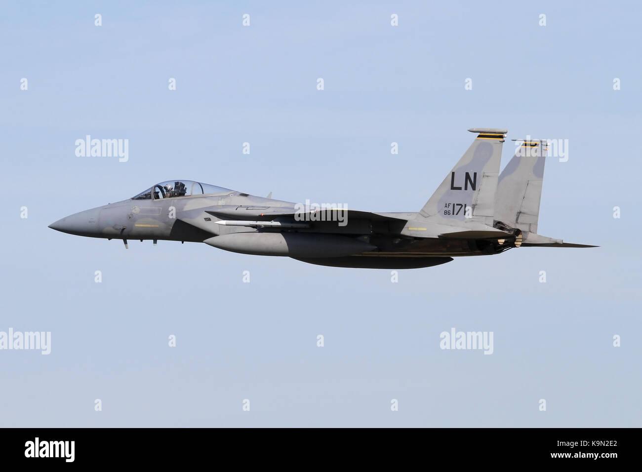Il USAF F-15C Eagle dal 493rd Fighter Squadron in accelerazione che si allontana dopo un approccio nella casa di Immagini Stock