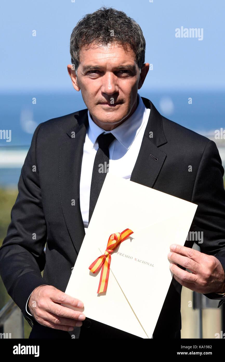 Antonio Banderas riceve il National Cinema Award durante il 65° Festival Internazionale del Cinema di San Sebastian Foto Stock