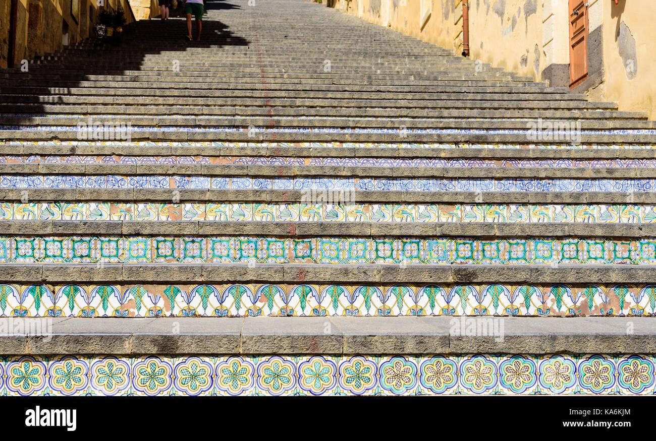 Famosa scalinata con dipinto di piastrelle in ceramica di