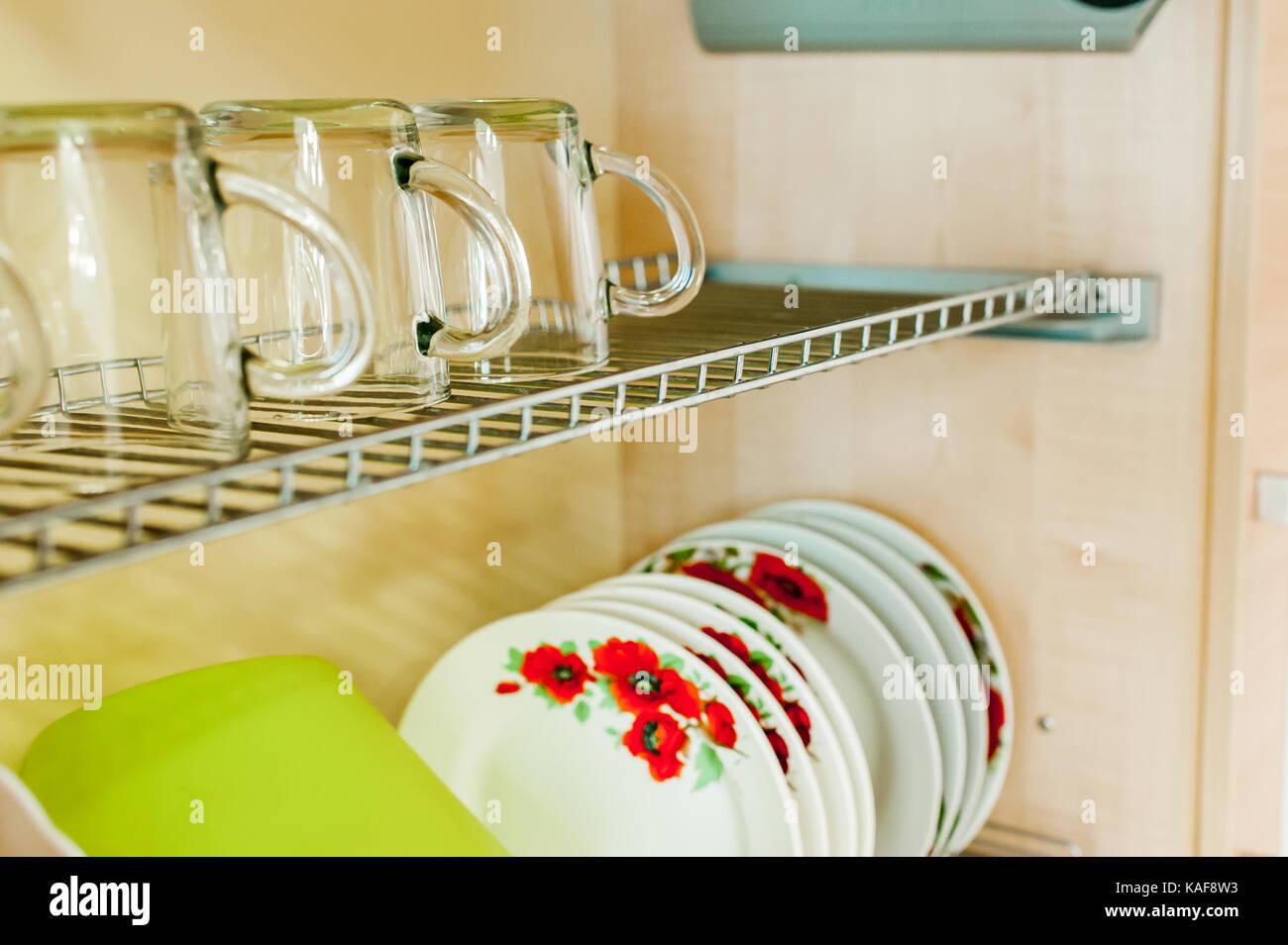 Credenza Per Piatti : Elettrodomestici per la cucina e l interno una credenza con
