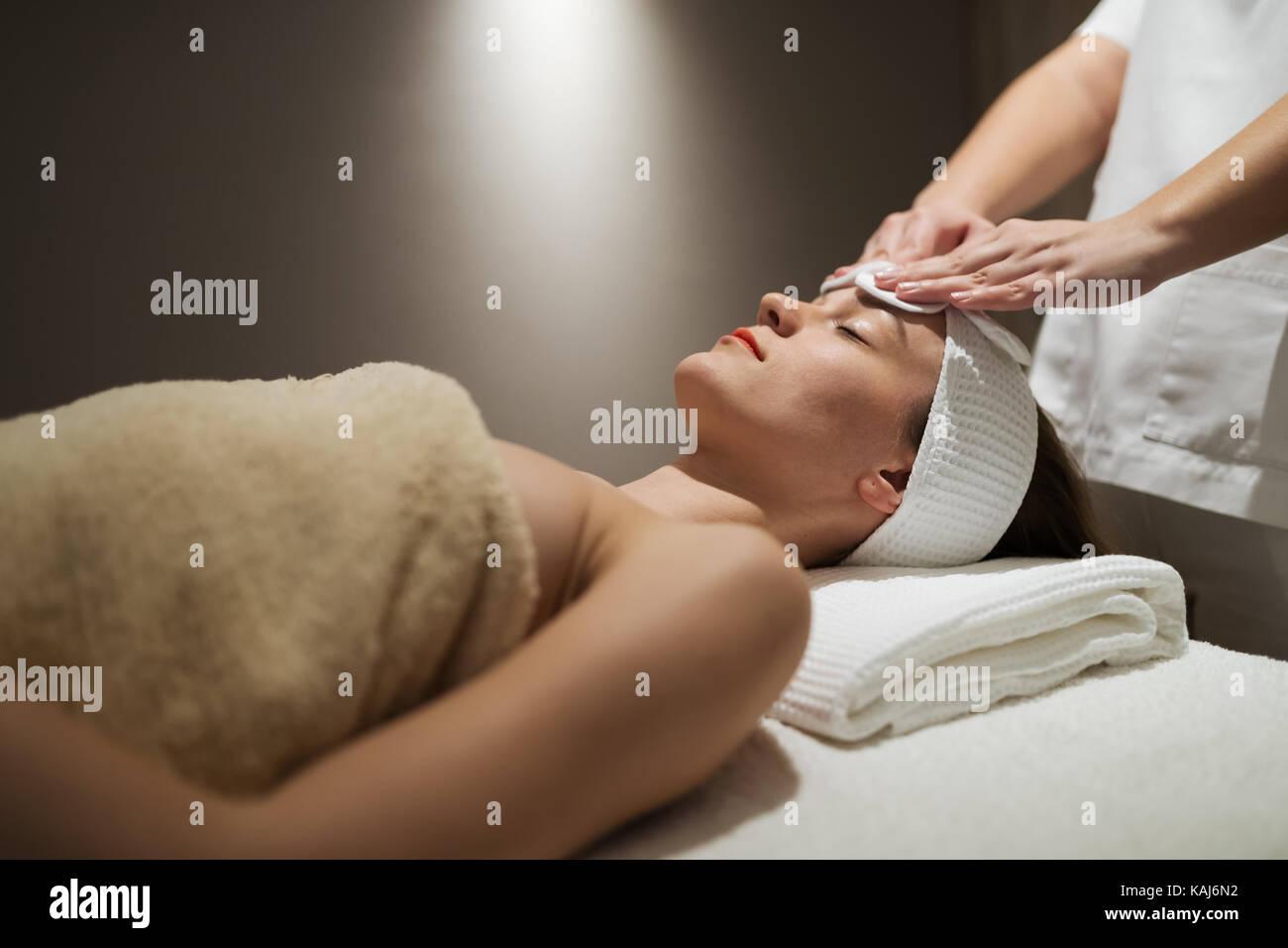 La pelle e del viso Trattamento a massaggi spa resort Immagini Stock