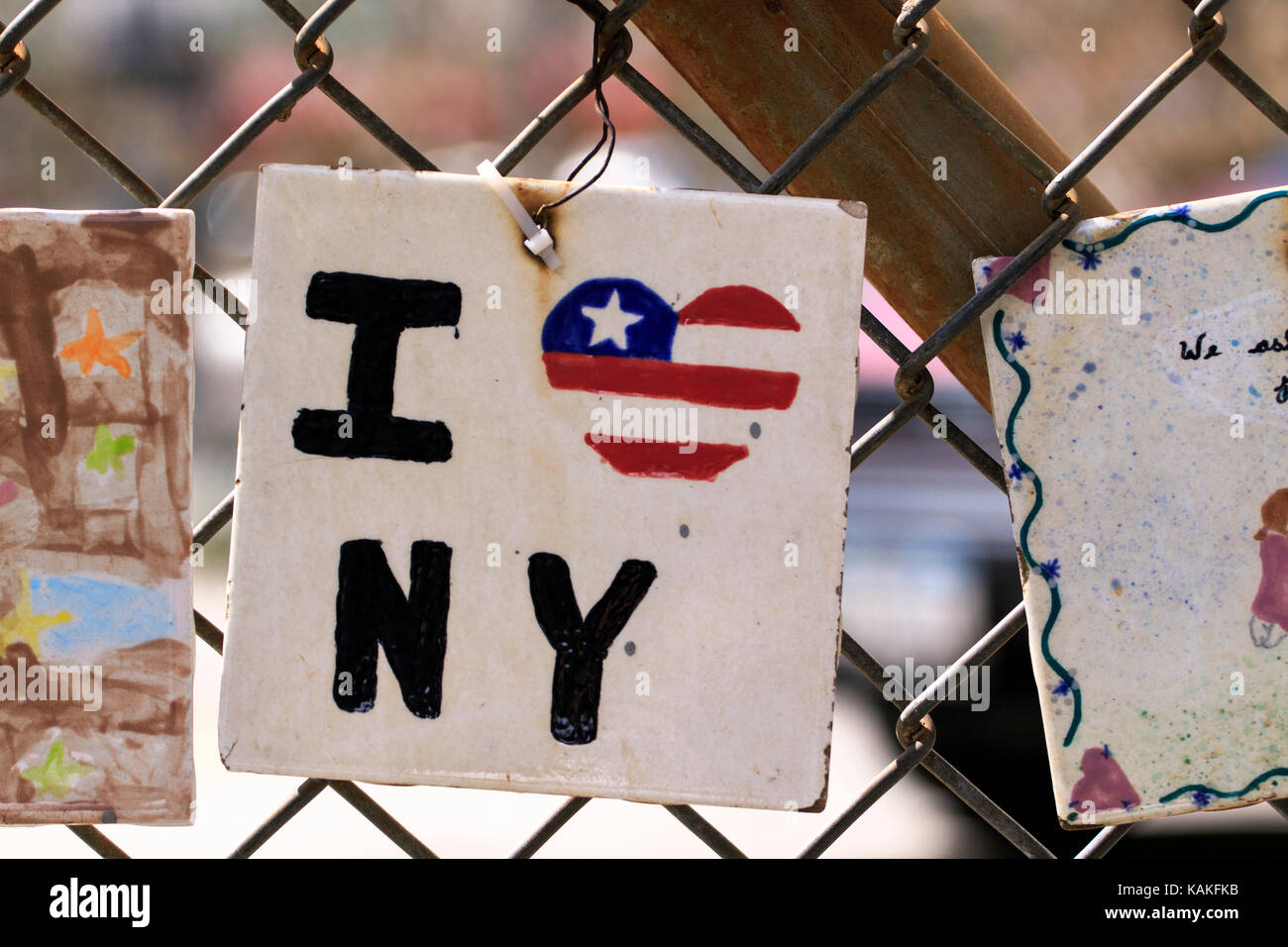 Un dipinto a mano piastrella ceramica con io amo new york city scritto su  di esso d6650f11dc03
