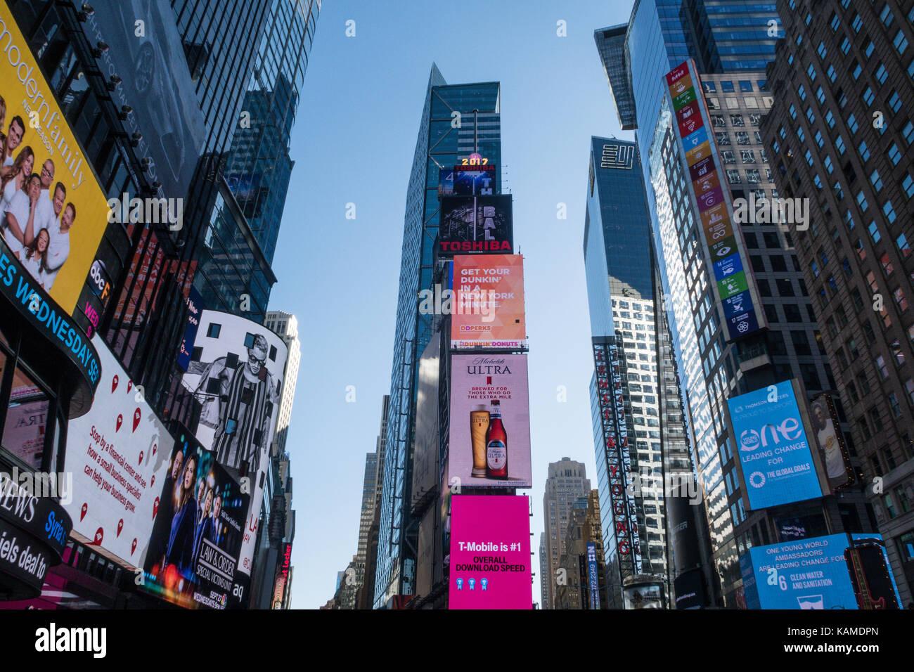Elettronica di cartelloni pubblicitari in Times Square NYC, Stati Uniti d'America Immagini Stock