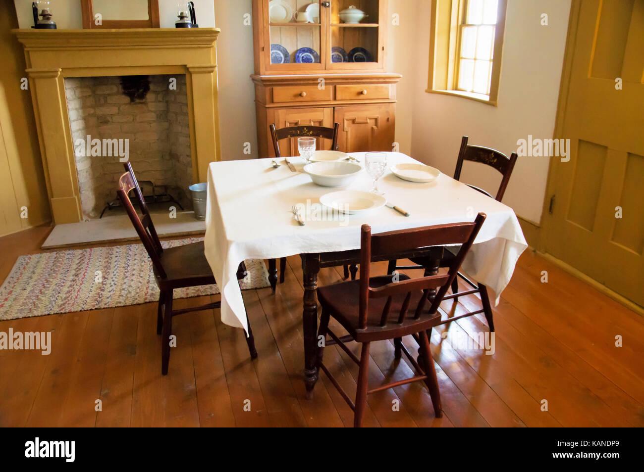 Piccola Sala Da Pranzo : Un vintage sala da pranzo in una piccola casa a foto & immagine