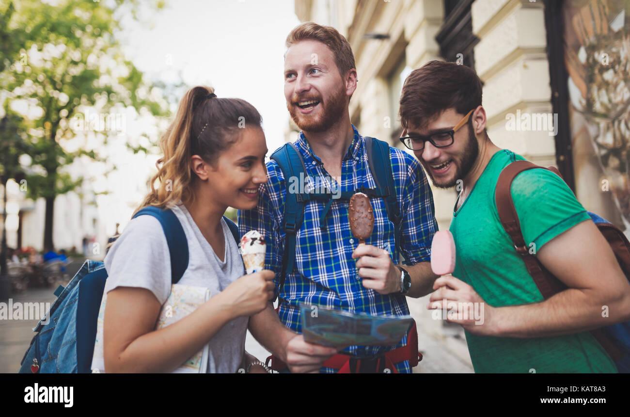 Il viaggio dei giovani visite turistiche Immagini Stock