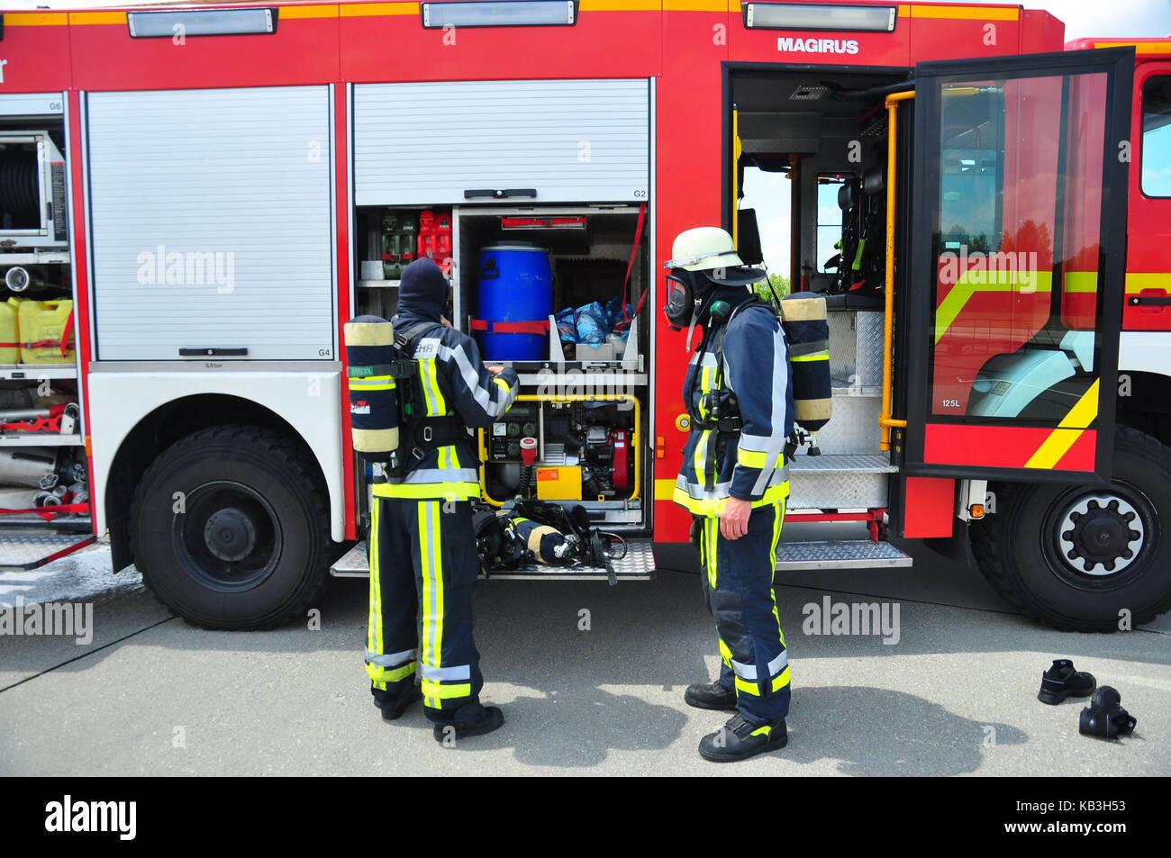 Germania - Monaco, aeroporto, vigili del fuoco, vigili del fuoco, abbigliamento protettivo, Immagini Stock